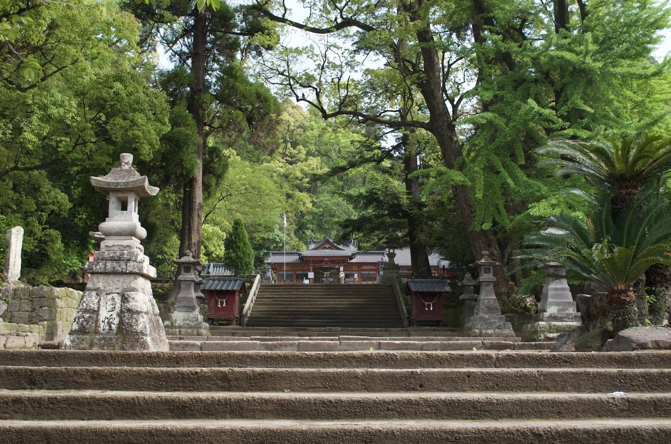 Kamouhachiman Shrine - Approach